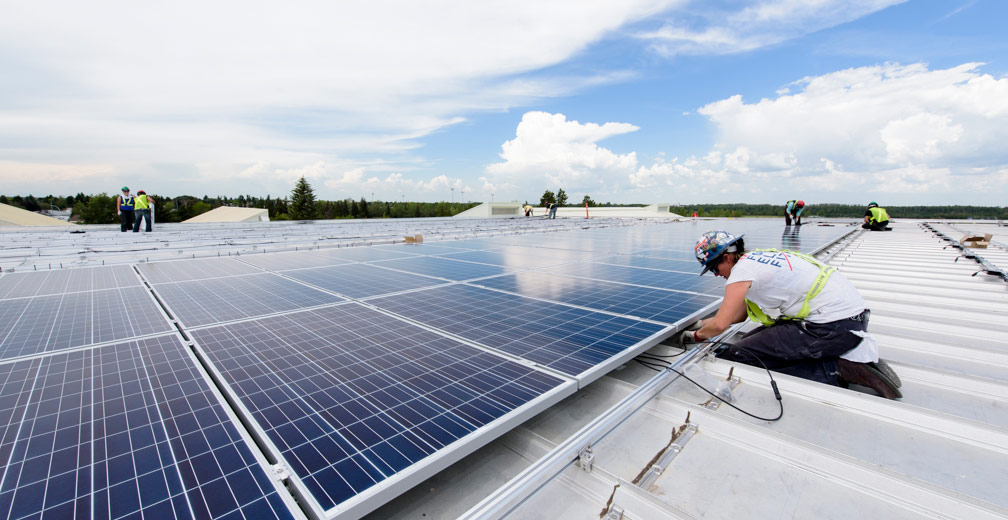 The Leduc Recreation Centre is home to Canada's largest rooftop solar system. The 1.14 MW system was installed with support from the Enmax solar leasing project that is funded in part by ERA.